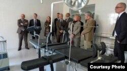 지난 2011년 10월 방북 당시 북한의 한 의료시설을 방문한 유럽의회 의원들. 유럽의회 제공.