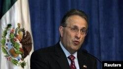 El embajador Anthony Wayne celebró en su residencia de ciudad de México la nueva posesión de Barack Obama.