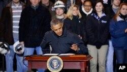 Barack Obama firmó la orden durante una visita a la planta de acero Mon Valley Works, en Pennsylvania.