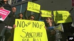 La ley 'estado santuario' firmada por el gobernador de California, Jerry Brown, entrará en vigor el primero de enero de 2018.