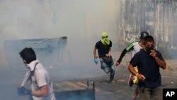 Военные разгоняют протестующих в городе Урена, недалеко от венесуэльско-колумбийской границы. 23 февраля