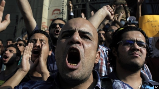 Egyptian protesters chant anti-ruling military council slogans during a rally demanding the release of fellow activists, detained during the army operation that dispersed a protest in front of the Ministry of Defense, in Cairo, Egypt May 6, 2012.