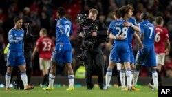 Pertandingan sepak bola Inggris antara tim Manchester United melawan tim Chelsea berakhir imbang 2-2 (foto: 10/3).