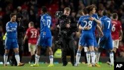 Chelsea akan menjamu Manchester United, setelah dalam peratandingan pertama di stadion Old Trafford berakhir seri 2-2 (foto: 10 Maret 2013).