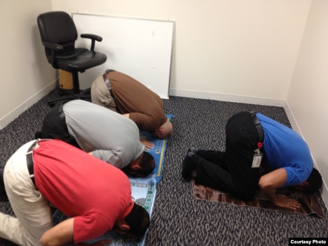 US Muslim Rizwan Jaka (in gray shirt) prays with fellow employees at his workplace. (Photo by Shad Imam)