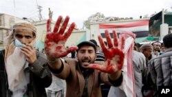 星期天也門反政府抗議者在薩那示威的情景