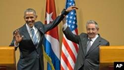 Ông Raul Castro (phải) trong cuộc gặp với Tổng thống Mỹ Barack Obama năm 2016 ở Havana.