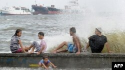 طوفان کے زیرِ اثر 220 کلومیٹر فی گھنٹہ کی رفتار سے ہوائیں چل رہی ہیں