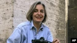 အာဖဂန္မွာ ပစ္သတ္ခံလိုက္ရတဲ့ AP ဓာတ္ပံုသတင္းေထာက္ Anja Niedringhaus ။