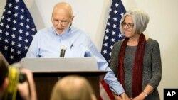 지난 5년간 쿠바에 수감되어 있던 미국인 앨런 그로스 씨가 17일 전격 석방돼 워싱턴 변호사 사무실에서 기자회견을 하고 있다.