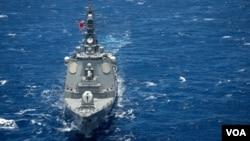 일본 해상자위대의 초카이 유도미사일 구축함.
