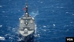 日本海上自卫队鸟海号导弹驱逐舰2016年7月28日参与环太2016演习 (美国海军第三舰队照片)