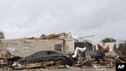 Kuća u gradu Monro, u Luizijani oštećena u tornadu (Foto: Nicolas Galindo/The News-Star via AP)