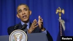 Barack Obama lors de sa conférence de presse au Bourget, 1er décembre 2015.