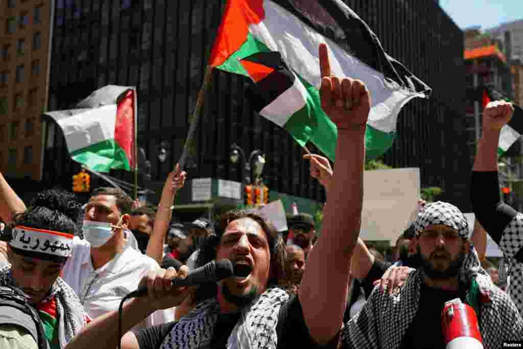 ان مظاہروں میں نوجوانوں کی بڑی تعداد نے شرکت کی۔