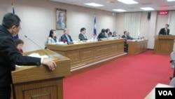 台灣立法院外交及國防委員會就雙橡園升旗事件進行質詢(美國之音張永泰拍攝)