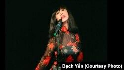 Ca sĩ Bạch Yến (ảnh do Nguyệt Vy chụp)