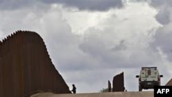 Arizona'nın Tartışmalı Göçmen Yasası Anayasa Mahkemesi'nde
