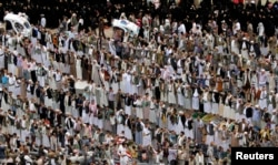 Pro-government protesters chant slogans after they perform the weekly Friday prayers during a rally in Sanaa, Yemen, Aug. 29, 2014.