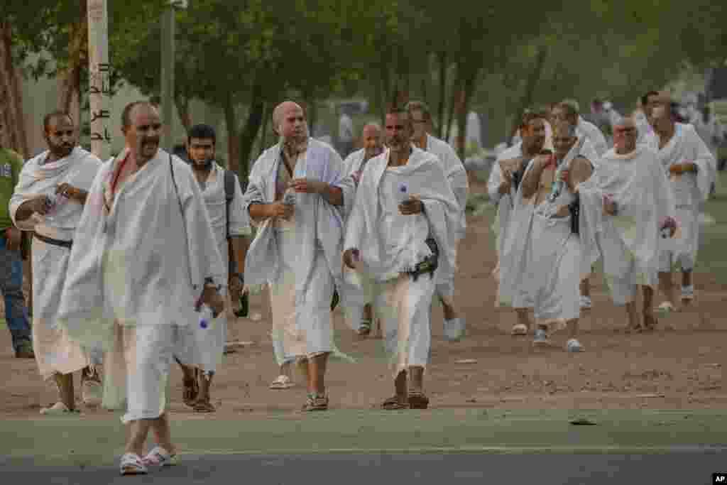 از عکس های رویترز از مراسم حج امسال. حجاج از کشورهای مختلف در صحرای عرفات در خارج شهر مکه.