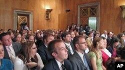 参议院就总统战争权力听证座无虚席
