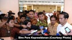 Presiden Joko Widodo memberi keterangan kepada wartawan di sela kunjungan kerja di Bandung Jawa Barat Rabu 12 April 2017. (Foto: Biro Pers Kepresidenan)