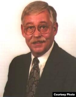 斯托本维尔圣方济会大学历史学教授罗伯特•多伊尔(Robert Doyle)