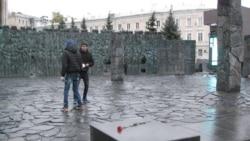 普京揭幕首个政治迫害纪念碑 但被警告历史会重演