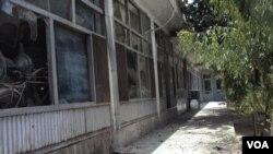 Kantor walikota Kandahar di Afghanistan selatan yang rusak akibat serangan bom bunuh diri, Rabu (27/7).