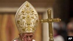 教宗本篤十六世批評聖誕節變得越來越商業化。