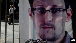 Edward Snowden ha estado atrapado un mes buscando salida en el aeropuerto de Moscú.