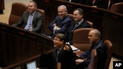Israeli PM Netanyahu sits with Minister of Public Security Gilad Erdan left, Minister of Transportation Yisrael Katz, Minister of Energy Yuval Steinitz and Minister of Science and Technology Ofir Akunis during a session at the Knesset, March 12, 2018.