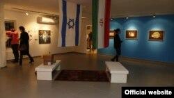"""هنرمندان اسرائیلی، به همراه برخی ایرانی تبارها، در حرکتی نمادین """"سفارت فرهنگی"""" ایران در اورشلیم را بازگشایی کردند - عکس از هاآرتص"""