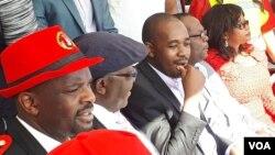 UMnu. Nelson Chamisa usemhlanganweni oqoqwe libandla lakhe edolobheni leBedford kwele Bhilithani.