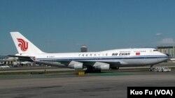 中国国际航空公司航班 (美国之音国符拍摄)