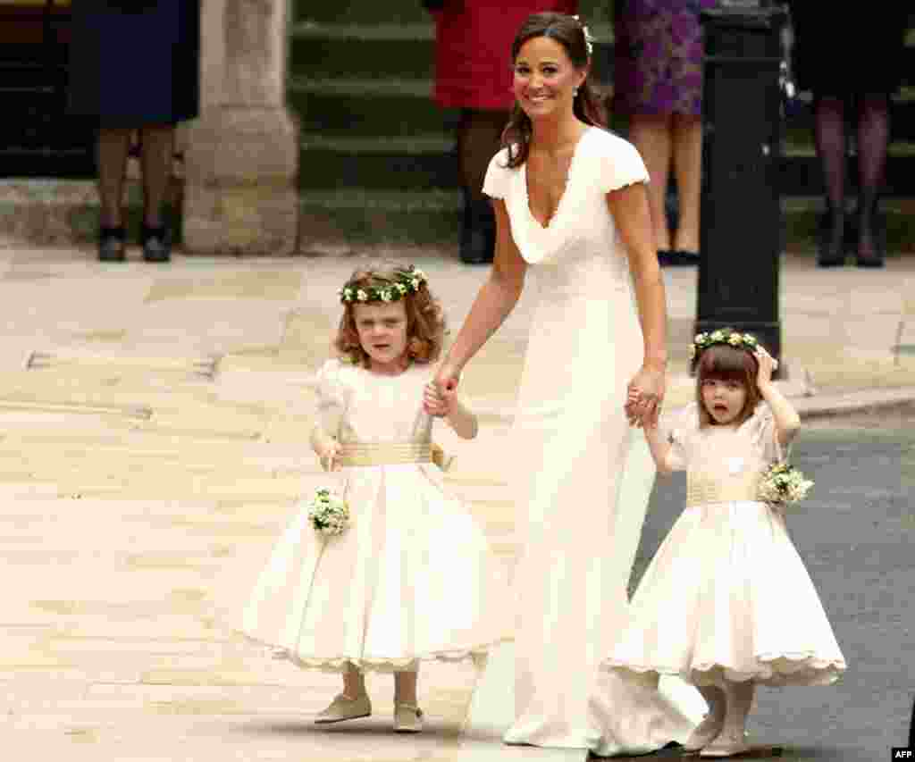 Pippa Middelton, sister of the bride, arrives to the wedding. (Reuters)