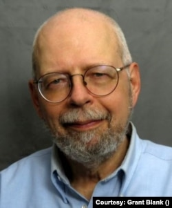 牛津互聯網研究所研究員、牛津大學高級講師布蘭克(Grant Blank)