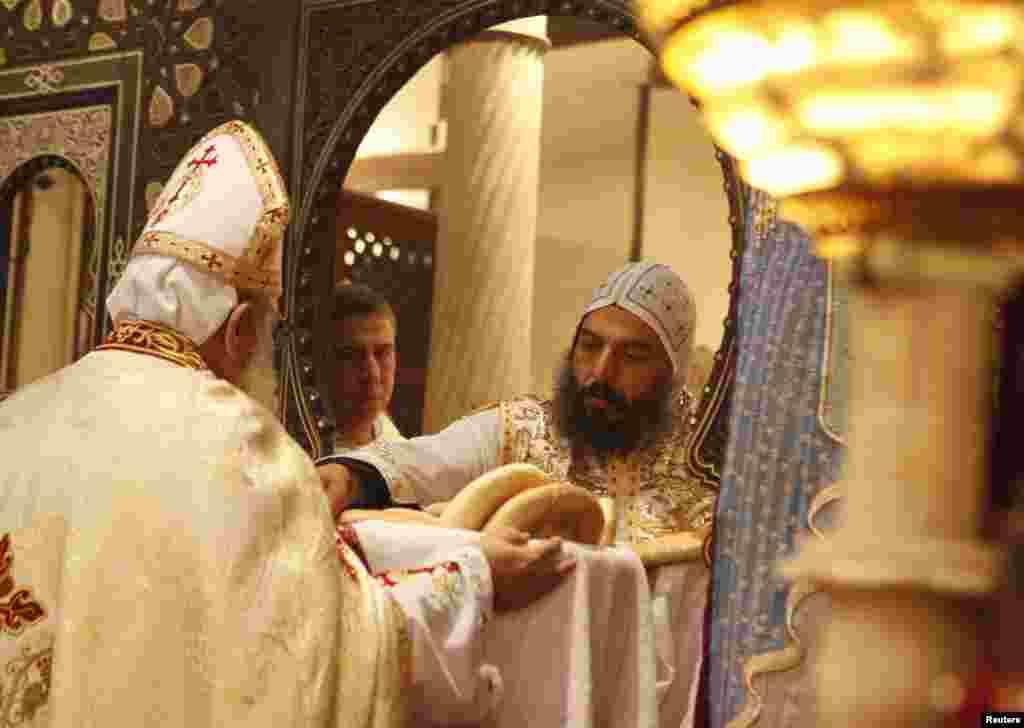 Рождественская служба в коптской православной церкви в Каире