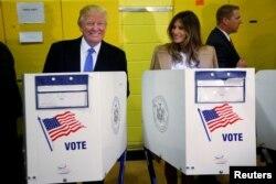 美国大选日,川普夫妇在纽约投票(2016年11月8日)