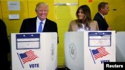 Republican သမၼတေလာင္း Donald Trump နဲ႔ ဇနီး Melania မဲေပးစဥ္ (သတင္းဓာတ္ပံုမ်ား)