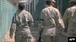 Një raport i ri i Kongresit për të burgosurit e Guantanamos