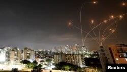 以色列鐵穹導彈防禦系統攔截從加沙地帶襲來的哈馬斯火箭。(2021年5月10日)