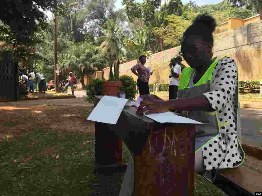 Ida às urnas em Kololo, subúrbio de Kampala no Uganda