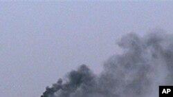 시리아군의 폭격으로 연기나는 홈즈 시.