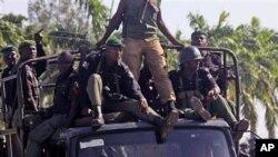 تشدد کی حوصلہ شکنی کے لیے پولیس اور فوج کو متاثرہ علاقے میں بھیج دیا گیا ہے۔ (فائل فوٹو)