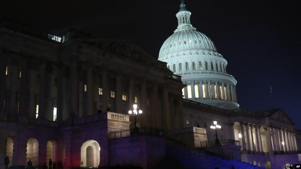 La Comisión de Recursos y Arbitrios de la Cámara aprobó el paquete de medidas a primera hora del jueves tras un maratónico día de debates y votaciones.