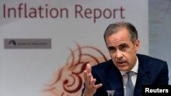 마크 카니 영국중앙은행 총재가 4일 런던에서 열린 기자회견을 통해 기준금리를 0.25%로 낮춘다고 발표하고 있다.