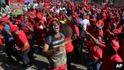 "En images: Manifestations contre Zuma suite au rapport dénonçant de possibles ""crimes"" de corruption"