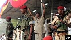 Rais wa Chad Idriss Deby akiwasalimia wafuasi wake wa Patriotic Salvation Movement wakati wa mkutano katika mji mkuu N'djamena