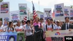 지난 2013년 7월 '북한의 자유를 위한 미주한인교회연합(KCC)'이 워싱턴 백악관 앞에서 북한인권 개선을 촉구하는 집회를 열었다. (자료사진)